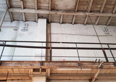 Blick nach oben in die rückwärtige Galerie